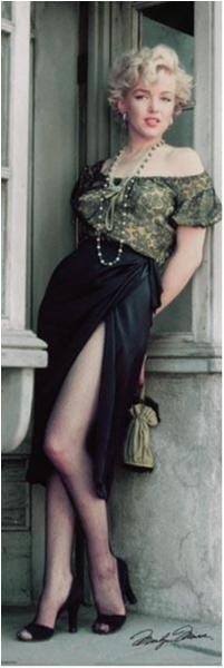 Marilyn Monroe - Net stocking, sexy dress